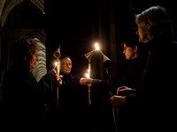 010   1stDec17 - Salisbury Cathedral Advent Procession - Photo by Ash Mills